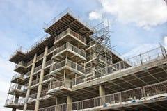 Υλικά σκαλωσιάς στο εργοτάξιο οικοδομής Στοκ Εικόνες