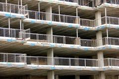 Υλικά σκαλωσιάς στο εργοτάξιο οικοδομής Στοκ εικόνες με δικαίωμα ελεύθερης χρήσης