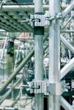 Υλικά σκαλωσιάς σφιγκτηρών κινηματογραφήσεων σε πρώτο πλάνο, εκλεκτής ποιότητας φίλτρο επίδρασης στοκ φωτογραφίες