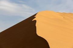δυναμική υψηλή άμμος σειράς αμμόλοφων Στοκ φωτογραφία με δικαίωμα ελεύθερης χρήσης