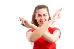 Υπάλληλος υπεραγορών ή υπεραγορών γυναικών που επιθυμεί την καλή τύχη στοκ φωτογραφίες