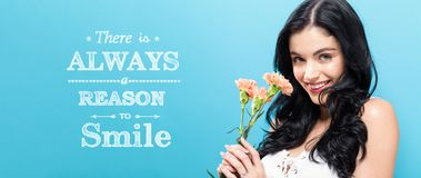 Υπάρχει πάντα ένας λόγος να χαμογελάσει με τα νέα γαρίφαλα εκμετάλλευσης γυναικών στοκ εικόνες