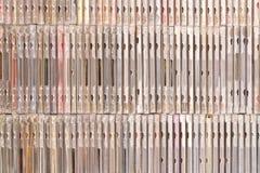 Υπάρχουν πολλά διαφορετικά κιβώτια με τα CD εννοιολογικό πράσινο απομονωμένο λευκό αχλαδιών ανασκόπησης στοκ φωτογραφίες με δικαίωμα ελεύθερης χρήσης