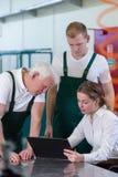 Υπάλληλοι και ο προϊστάμενος Στοκ φωτογραφία με δικαίωμα ελεύθερης χρήσης