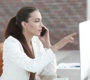 Υπάλληλος γυναικών της επιχείρησης αυτήν την περίοδο Στοκ Φωτογραφία