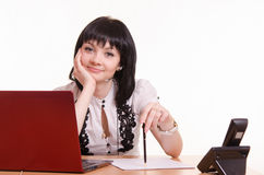 Υπάλληλος τηλεφωνικών κέντρων σε ένα γραφείο με τη μάνδρα διαθέσιμη Στοκ Εικόνες