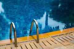 υπέροχα λίμνη ξενοδοχείων που κολυμπά πολύ Στοκ Εικόνα