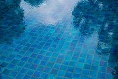 υπέροχα λίμνη ξενοδοχείων που κολυμπά πολύ Στοκ Φωτογραφίες