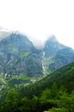 Υπέροχα αναμμένος επάνω οι βουνοπλαγιές στις διακοπές ημέρα στοκ εικόνες