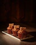 υπέροχα συσσωματώνει την κρέμα σοκολάτας που διακοσμείται Στοκ Εικόνες