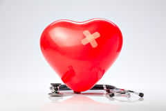 Υπέρταση, κόκκινα καρδιά μπαλονιών και στηθοσκόπιο Στοκ Εικόνες
