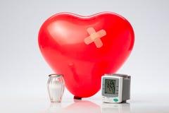 Υπέρταση, κόκκινη καρδιά μπαλονιών Στοκ Φωτογραφία