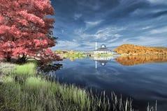 Υπέρυθρες ακτίνες φθινοπώρου - αντανάκλαση σε Darul Quran Στοκ εικόνα με δικαίωμα ελεύθερης χρήσης