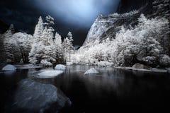 υπέρυθρος καθρέφτης λιμνών Στοκ εικόνες με δικαίωμα ελεύθερης χρήσης