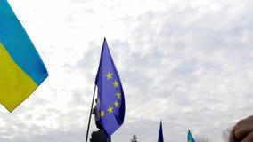 Υπέρ-ευρωπαϊκή συνάθροιση κοντά στο μνημείο σε Shevchenko σε Kharkov απόθεμα βίντεο
