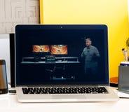 Υπέρ κεραυνός 3 ταχύτητας lap-top παρουσίασης φραγμών αφής Macbook Στοκ εικόνα με δικαίωμα ελεύθερης χρήσης