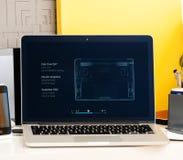 Υπέρ παρουσίαση φραγμών αφής Macbook των πλεονεκτημάτων lap-top Στοκ Εικόνες