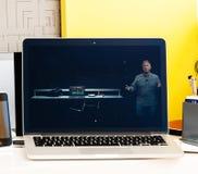 Υπέρ παρουσίαση φραγμών αφής Macbook των πλεονεκτημάτων lap-top Στοκ Εικόνα