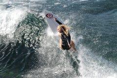Υπέρ surfer, Eveline Hooft, που στον κόλπο Honolua σε Maui Στοκ Φωτογραφίες
