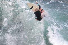 Υπέρ surfer, Eveline Hooft, που στον κόλπο Honolua σε Maui Στοκ εικόνες με δικαίωμα ελεύθερης χρήσης