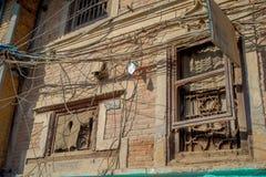 Υπαίθρια άποψη του πολύ παλαιού και χαλασμένου κτηρίου μετά από το σεισμό το 2015 της πλατείας Durbar στο Κατμαντού, κεφάλαιο Στοκ φωτογραφία με δικαίωμα ελεύθερης χρήσης