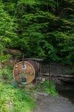 Υπαίθρια αναψυχή - σάουνα σε έναν ποταμό βουνών σε Καρπάθιο στοκ φωτογραφίες