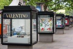 Υπαίθρια διαφήμιση στην οδό αγορών του Βερολίνου στοκ φωτογραφία με δικαίωμα ελεύθερης χρήσης