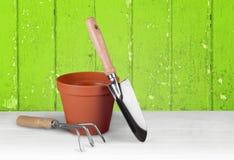 υπαίθρια θερινή εργασία κηπουρικής εξοπλισμού Στοκ Φωτογραφία