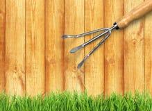 υπαίθρια θερινή εργασία κηπουρικής εξοπλισμού Στοκ φωτογραφία με δικαίωμα ελεύθερης χρήσης