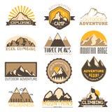 Υπαίθρια διανυσματικά εικονίδια ταξιδιού βουνών καθορισμένα Στοκ εικόνα με δικαίωμα ελεύθερης χρήσης