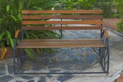Υπαίθρια καρέκλα στον κήπο Στοκ εικόνα με δικαίωμα ελεύθερης χρήσης
