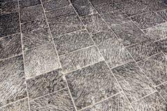 Υπαίθρια κεραμίδια οδών με το γεωμετρικό σχέδιο Η σύσταση της προοπτικής χρωμάτισε το ελεγμένο κεραμίδι στην οδό Στοκ Εικόνες