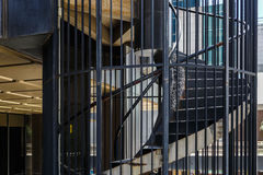 Υπαίθρια σκαλοπάτια ενός μεγάλου εταιρικού κτηρίου Στοκ Φωτογραφία