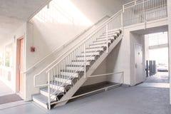 Υπαίθρια συγκεκριμένη σκάλα Στοκ Εικόνες