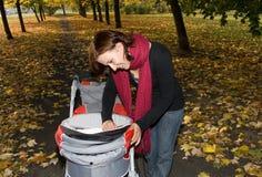 υπαίθριες γυναίκες μωρώ&nu Στοκ Εικόνες