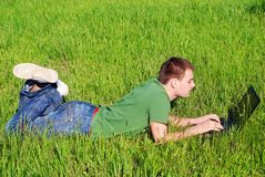 υπαίθριες νεολαίες ατόμ στοκ εικόνα με δικαίωμα ελεύθερης χρήσης