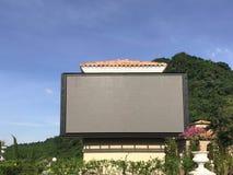 Υπαίθριες οδηγήσεις πινάκων διαφημίσεων διαφήμισης για τη διαφήμιση με το BA φύσης στοκ φωτογραφία