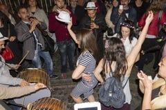 Υπαίθριοι εορτασμοί Hidirellez - χορευτές οδών Στοκ εικόνα με δικαίωμα ελεύθερης χρήσης