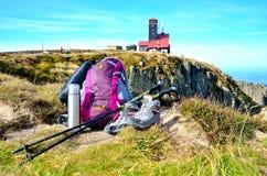 Υπαίθριος εξοπλισμός με το μουτζουρωμένο υπόβαθρο Στοκ φωτογραφίες με δικαίωμα ελεύθερης χρήσης