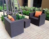 Υπαίθριος ξύλινος καναπές Στοκ εικόνες με δικαίωμα ελεύθερης χρήσης