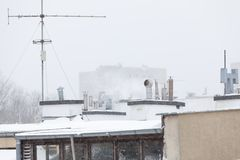 Υπαίθριος πυροβολισμός του άνετου δωματίου στη σοφίτα Στοκ Φωτογραφία