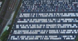 υπαίθριος σταθμός αυτοκινήτων και φορτηγό απόθεμα βίντεο