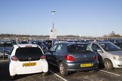 Υπαίθριος σταθμός αυτοκινήτων λεωφόρων αγορών Στοκ φωτογραφία με δικαίωμα ελεύθερης χρήσης