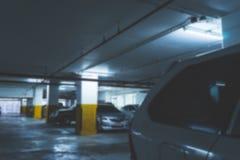 Υπαίθριος σταθμός αυτοκινήτων στην οικοδόμηση Στοκ φωτογραφία με δικαίωμα ελεύθερης χρήσης