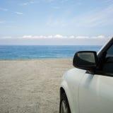 Υπαίθριος σταθμός αυτοκινήτων στην παραλία στοκ φωτογραφίες με δικαίωμα ελεύθερης χρήσης