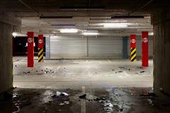 υπαίθριος σταθμός αυτοκινήτων υπόγεια Στοκ Φωτογραφίες