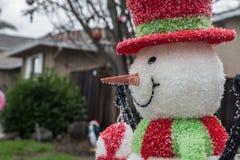 Υπαίθριος χιονάνθρωπος Χριστουγέννων Στοκ Εικόνες