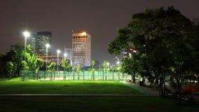 Υπαίθριο αθλητικό στάδιο τη νύχτα στο πάρκο Στοκ Φωτογραφίες