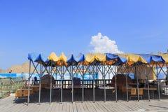 Υπαίθριο εστιατόριο στην αμμώδη παραλία Στοκ Φωτογραφία