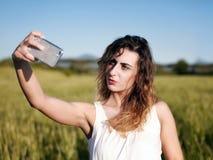 Υπαίθριο κορίτσι Selfie Στοκ Φωτογραφία